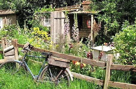 bauerngarten anlegen gestalten und bepflanzen gardens flowers and rustic. Black Bedroom Furniture Sets. Home Design Ideas