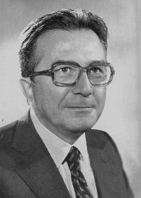 """Andreotti 1991Andreotti served as the 41st Prime Minister of Italy from 1972 to 1973, from 1976 to 1979 and from 1989 to 1992.[2] He also served as Minister of the Interior (1954 and 1978), Defence Minister (1959–66 and 1974) and Foreign Minister (1983–89) and was a Senator for life from 1991 until his death in 2013.[2] He was also a journalist and author. Andreotti was sometimes called Divo Giulio (from Latin Divus Iulius, """"Divine Julius"""", an epithet of Julius Caesar"""