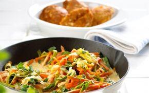 Porrepande med gulerod Lækkert groft grøntsagstilbehør til fiskefrikadeller - god som hverdagsret og hvis børnene er med i køkkenet.