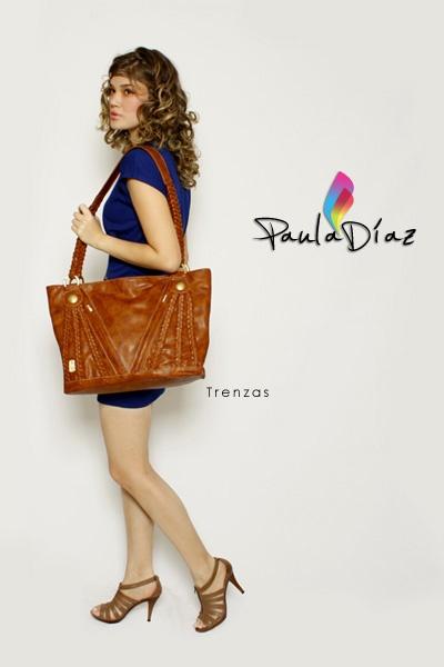 Línea: DISTINGUIDOS  Referencia: TRENZAS  Diseño: Paula Díaz  En Cuero: $220000  En Sintético: $108000