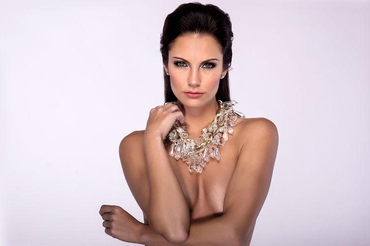 Η πιο sexy 32χρονη παρουσιάστρια που γδύθηκε… μπροστά στον φακό του Playboy! [hot pics]