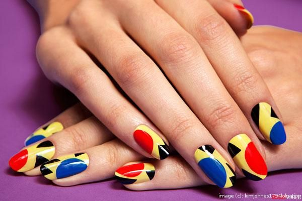 Create a beautiful nail design in just 7 steps