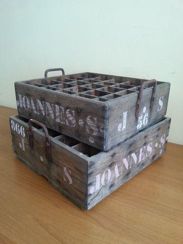Cajas antiguas para transportar botellines | La tienda de Etxekodeco http://etxekodecoshop.es/catalogo/cajas-antiguas-para-transportar-botellines/