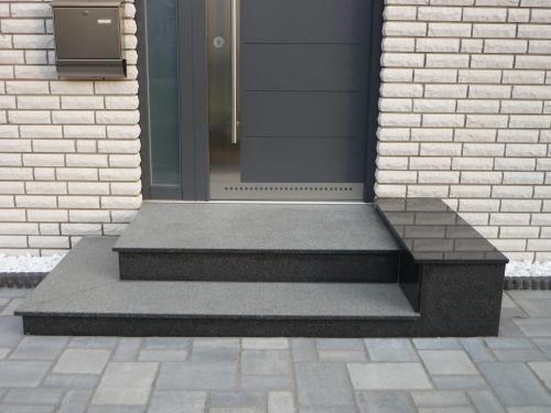 Außentreppen, Eingangstreppen und Podesten aus Granit oder Naturstein