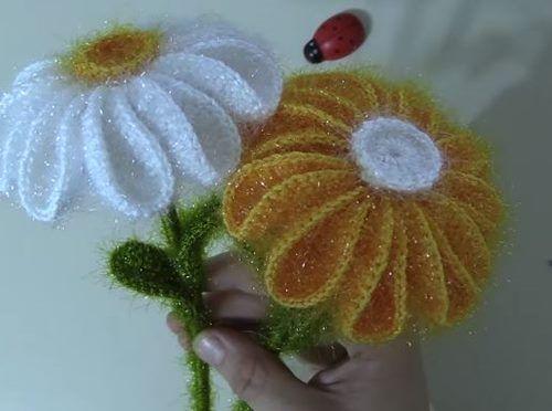 Süs Eşyası Örme Tığla yapılan Süs Eşyası Çiçekler benim çok hoşuma gitti. Tığ işi Örgü Sarı ve Beyaz İplerden yapılan Kolay Çiçek alışması Videolu Türkçe Tarifine buradan bakabilirsiniz. Şeymanın Örgü Modelleri kanalından aldığım bu anlatımlı Örgü Çiçek Yapımı için Şeyma hanıma çok teşekkürler. tig-orgusu-orme-papatya Simli Kristal ip markası ve 3 numara Tığla yapılan Çiçek sapı için Balon çubukları kullanılmış.Tuhafiyelerde Balon Çubukları satılıyor bulamayanlar İçecek Kamışı olarak ta…
