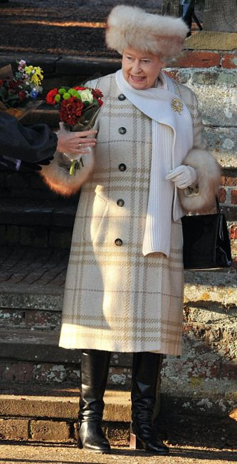 Queen Elizabeth rocking the boots! Pretty style for her highness.