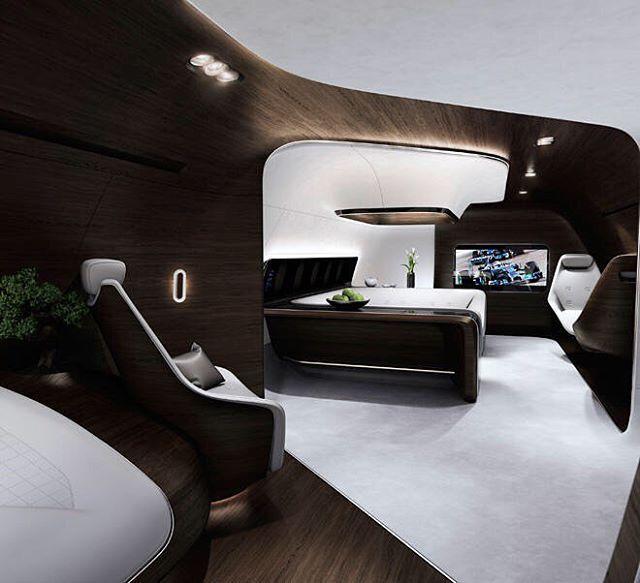 Mercedes-Benz ha brindado su distintivo toque a los aviones de la flota Lufthansa con su participación en cabinas VIP para aviones Airbus y Boeings privados. Además de un diseño donde se respira el Mercedes-Benz Style se ofrecen servicios personalizados -como gastronomía a mano de un chef de renombre- y comodidades de vanguardia tecnológica que incluyen una pantalla mural que permite observar películas en HD acompañada de un sistema de sonido de calidad digna de los mejores conciertos…