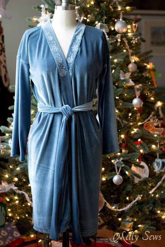 Full length view - Sew a robe - This sumptuous robe can be made in any size from rectangles! Get the full tutorial at Melly Sews