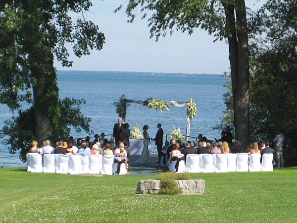 Dream Winery Wedding Idea for Ottawa Brides - Waupoos Estates Winery