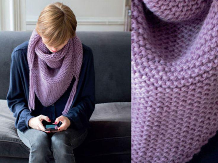 Voici le FAMEUX accessoire dont toutes les fans de mode ont besoin, un petit châle douillet à nouer autour de son cou. On le tricote facilement au point...