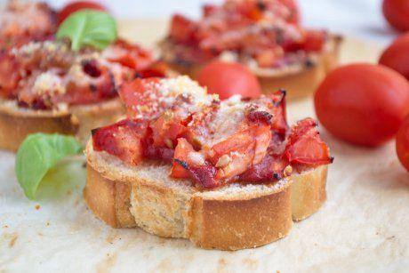 Überbackene Brote mit Tomaten - Rezept