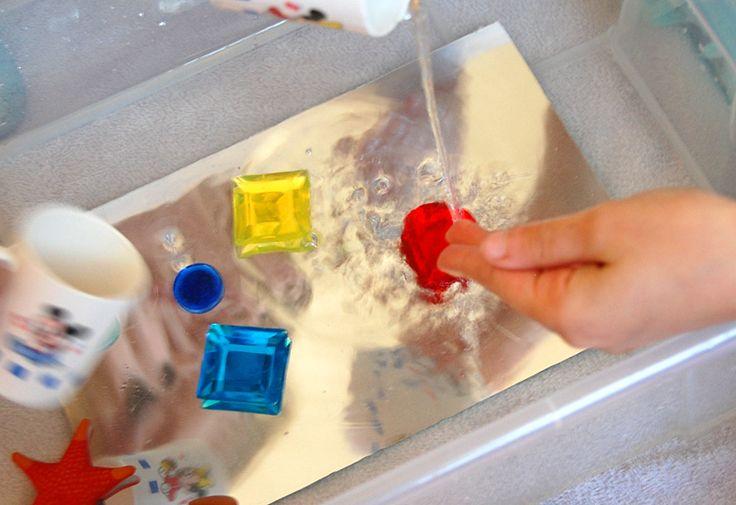 Bac sensoriel : eau + miroir