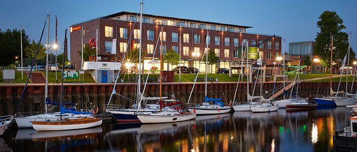 Der Yachthafen vor dem H+ Hotel Stade
