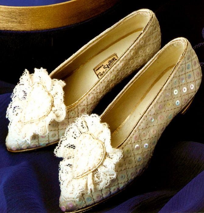 July 29, 1981: Prince Charles marries Lady Diana Spencer in Saint Paul's Cathedral. Diana wedding shoes.