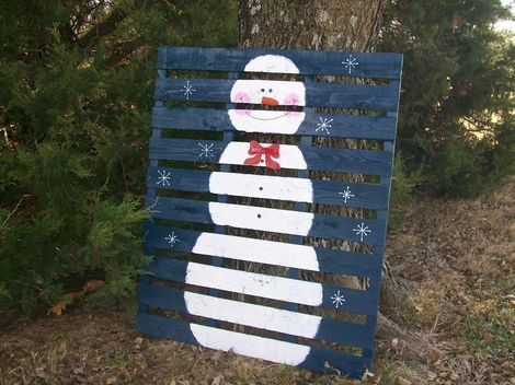 wooden pallet crafts | Snowman Painted on a Wooden Pallet. I so could do this! | crafts