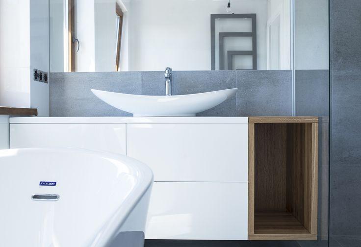 Szafka pod umywalkę. MDF lakierownay wysoki połysk oraz dąb.