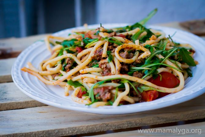 spaghetti with beef and vegetables. fast kitchen. healthy fast food