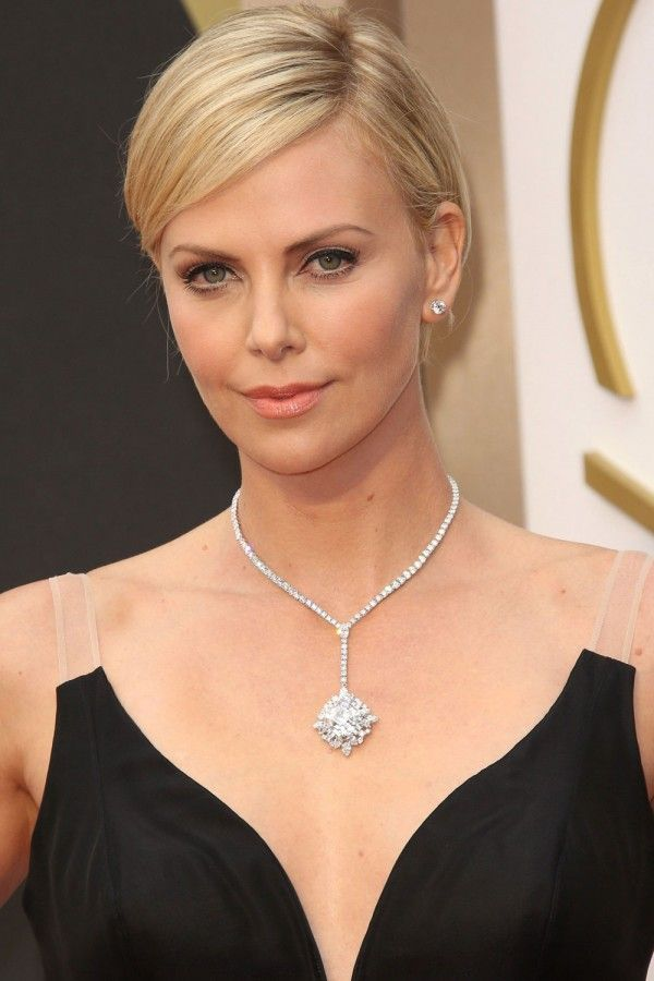 17 Best images about Hairstyles to suit a Round shape face on Pinterest | Julia stiles ...