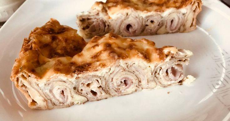 Mennyei Sonkás-sajtos palacsintatorta recept! Igazán érdekes, ám egyszerű étek. Többféle szósszal kínálható.