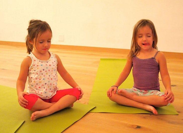 El juego del silencio Montessori Autocontrol, paciencia, disciplina y concentración son cualidades que debemos fomentar en nuestros estudiantes, vivimos en un mundo de dinamismo, agitación y revulsivo que pocas veces nos damos el tiempo de crear espacios para la reflexión y la relajación, es por ello que el juego del silencio del método Montessori permite …