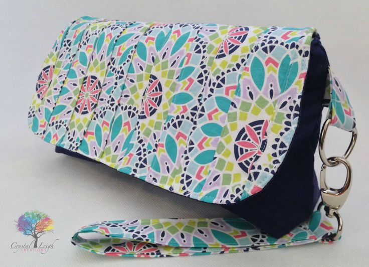 Love this clutch pattern from Little Moo Designs!!! <3