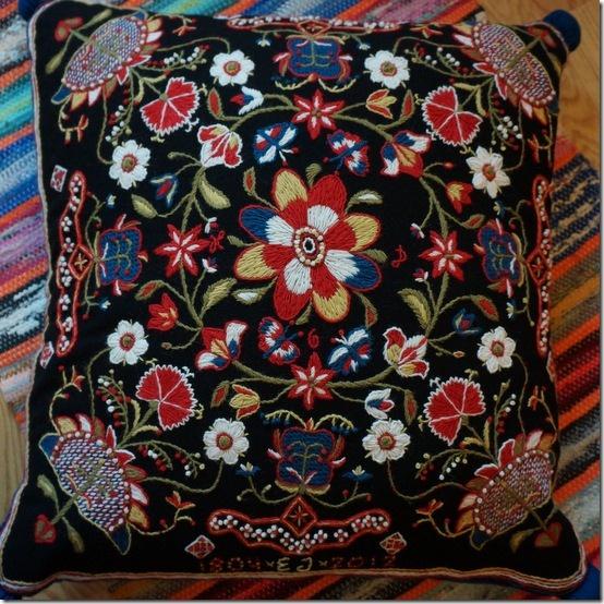 woolen embroidery, traditional embroidery from Skåne, Sweden  Skånskt yllebroderi