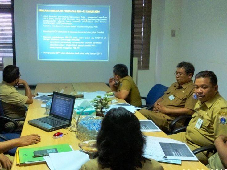 Kepala UPPD Grogol Petamburan memimpin rapat koordinasi bersama dengan pihak kecamatan dan kelurahan