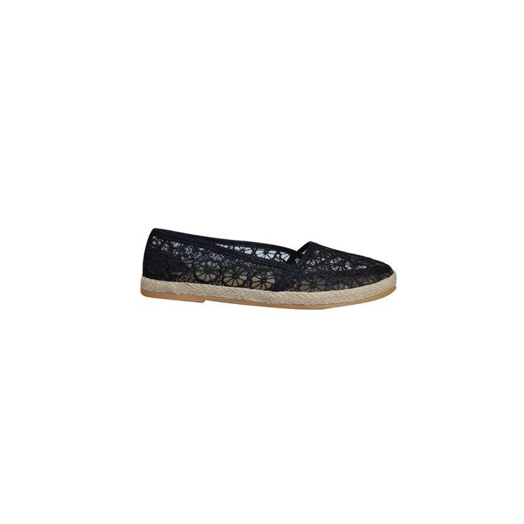 De Lace Flora espadrilles zijn de perfecte zwarte instappers voor dit seizoen. Deze makkelijke schoenen zijn snel aan en uit te trekken en hebben een opengewerkte stof, waardoor je ze dus prima aan kan hebben met warm weer. De zool heeft een stevige geweven band die het design wat breekt. De stof heeft een ontwerp dat doet denken aan kant met een bloemenpatroon. Deze zomerschoenen zijn heel goed te combineren met allerlei verschillende outfits.