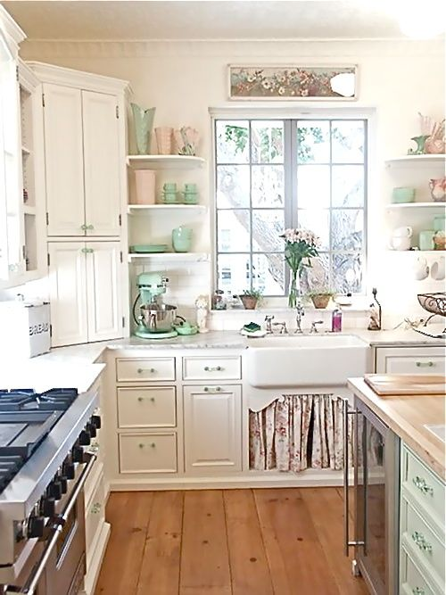 Great Kitchen: Cottages Kitchens, Open Shelves, Kitchens Design, Idea, Shabby Chic, Corner Cabinets, Farmhouse Sinks, Beaches Cottages, White Kitchens