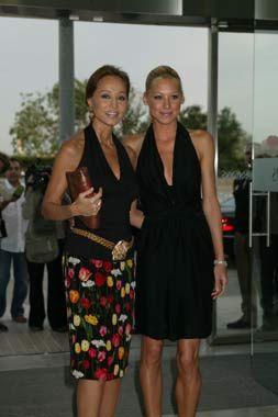 Isabel Preysler y Anna Kournikova destacaron por la elegancia. Ambas se mostraron muy cariñosas en todo momento 2006