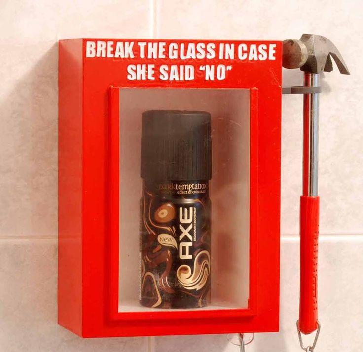 AXE, publicidad exterior. Cajas colocadas por la marca en los baños de chicos... :-)