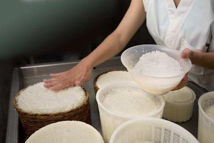 Κατατάσσεται το τυρί στην κατηγορία «αλμυρά», που πρέπει να αποφεύγουν ορισμένοι, κι αν ναι, γιατ...