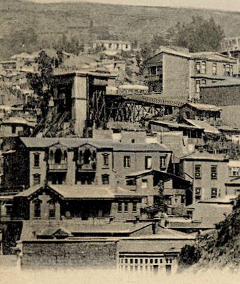 Ascensor Reina Victoria, construído el año 1902.  Est.Baja: calle Elías, Est. Alta: Paseo Dimalow, Cerro Alegre.                                     Fuente:  Postales antiguas de Valparaíso.