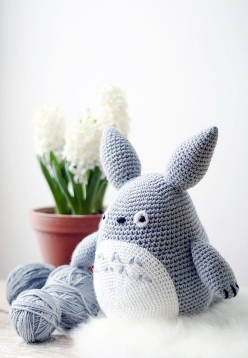 Free Amigurumi Wedding Couple Pattern : Elena from Its Pretty Light made this Totoro softie after ...