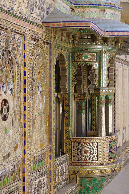 City Palace, Udaipur, India ✫ ✫ ✫ ✫ ♥ ❖❣❖✿ღ✿ ॐ ☀️☀️☀️ ✿⊱✦★ ♥ ♡༺✿ ☾♡ ♥ ♫ La-la-la Bonne vie ♪ ♥❀ ♢♦ ♡ ❊ ** Have a Nice Day! ** ❊ ღ‿ ❀♥ ~ Fr 02nd Oct 2015 ~ ~ ❤♡༻ ☆༺❀ .•` ✿⊱ ♡༻ ღ☀ᴀ ρᴇᴀcᴇғυʟ ρᴀʀᴀᴅısᴇ¸.•` ✿⊱╮