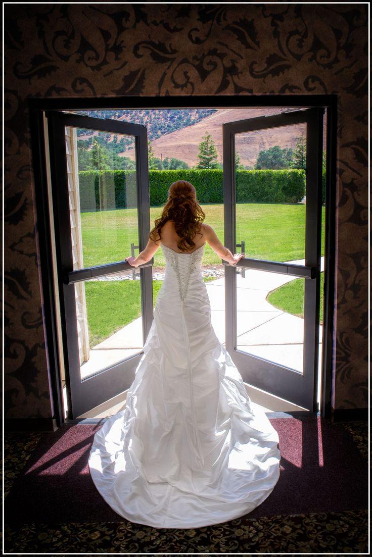 Soulmates Photography | Romantic Wedding Poses | Pinterest: pinterest.com/pin/145663369170759137