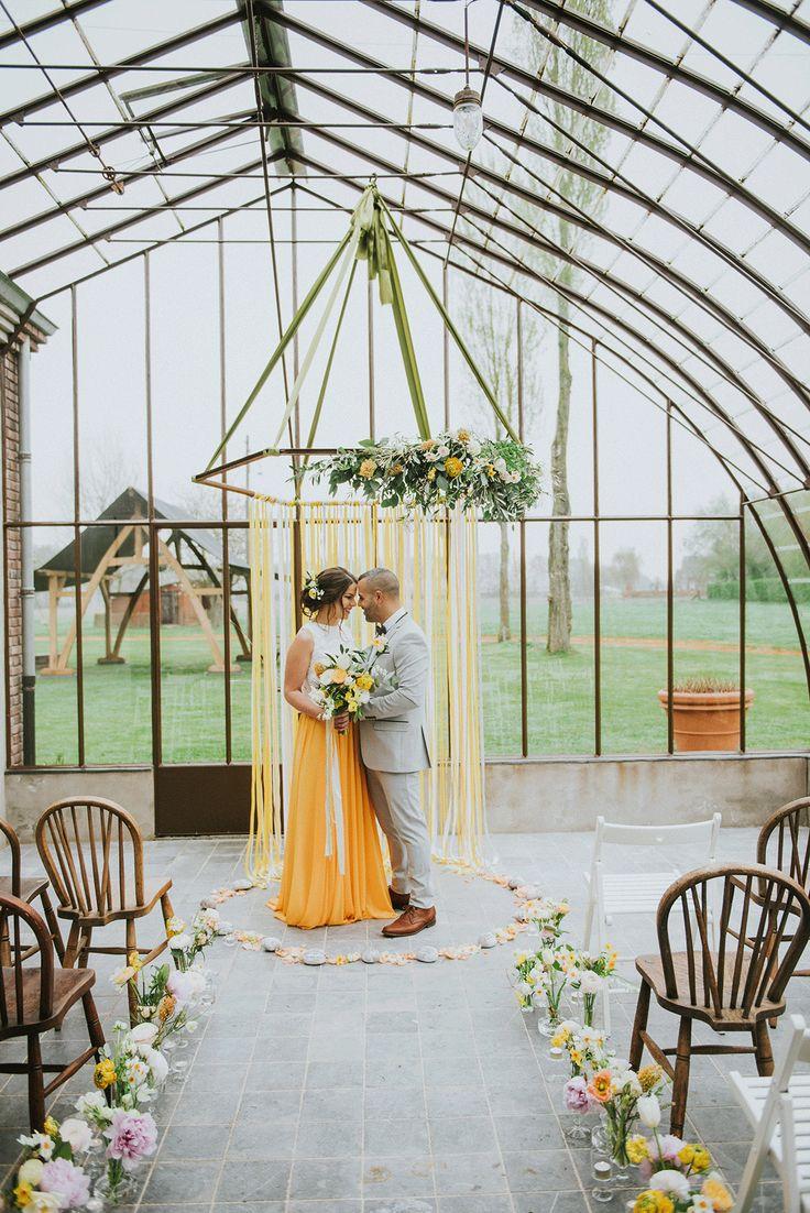 Wil je een kleur in je bruiloftsthema? Wat dacht je van geel? Foto:  Bureau Cocoon