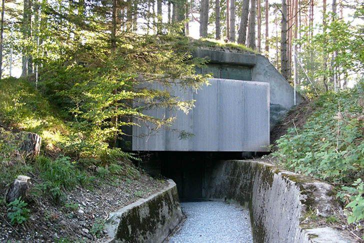 Atelier-f-Recycled-Military-Building-Angebauter-Tarnrucksack-1