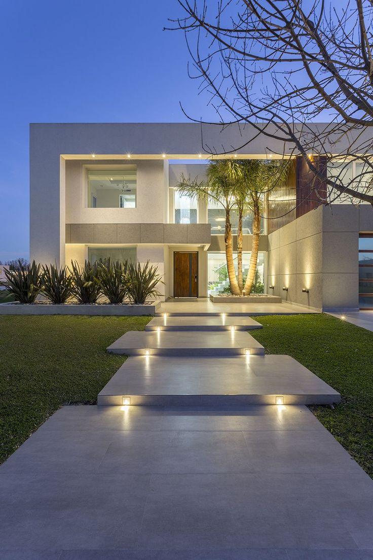 Modern house of the architecture studio Architect Daniel Tarrío y Asociados. Facade, front.