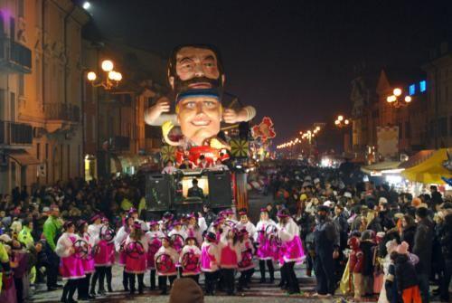 Sabato 14 febbraio 2015 sfilata notturna dei carri al #Carnevale di Villafranca di Verona