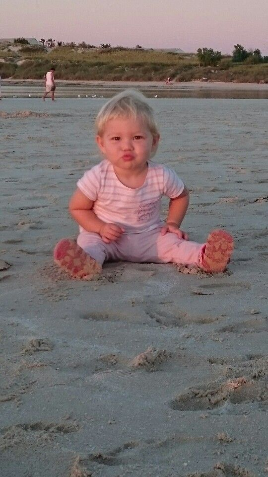 Helena-Mia blowing a kiss for dad xxxx