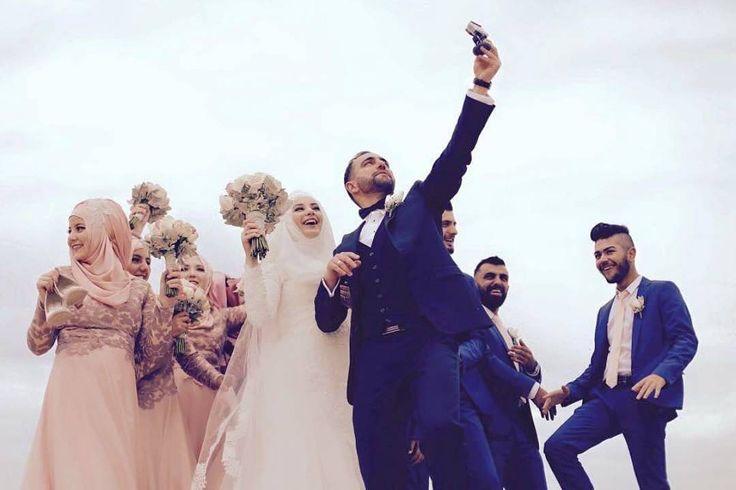 muslimweddingideasBecause every wedding needs a fun selfie moment ;) Congratulations sister @yns_trkn! ♥♥♥