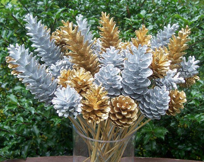Pics Floral de cône de pin, fleurs de cône de pin. Métallisé argent ou or ou mélange, 1 douzaine. Le décor d'hiver, Noël, Arrangements floraux, cadeau.