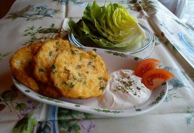Sajtos bundás szelet tejfölös salátával