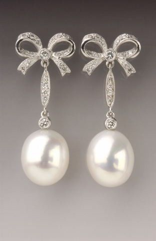 Pearl and diamond jewellery jewlry made in england - Gallery of Earrings.