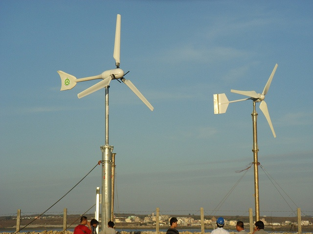 Homemade wind turbine basics for home owners. How to get started if you're thinking of making your own wind power at home. http://netzeroguide.com/homemade-wind-turbine.html small wind turbine Windspot in...