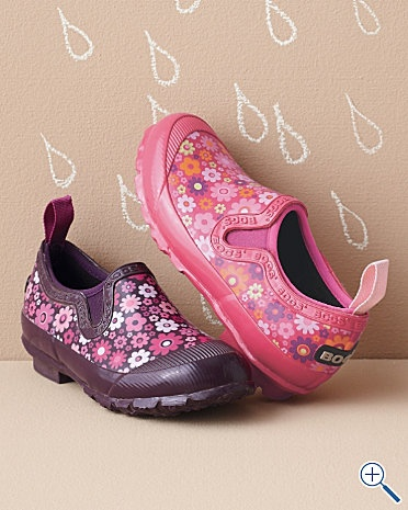 These are awesome! What a great shoe/rainboot combo.  Great for Pacific Northwest rain days (all gazillion of them)