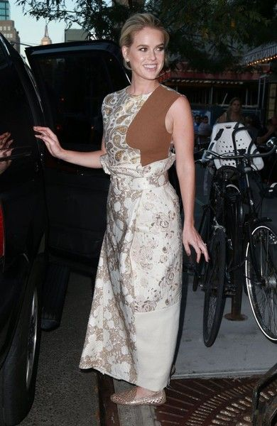 Alice Eve Photos Photos - Actress Alice Eve stops to pose for pictures as she leaves The Bowery Hotel in New York City, New York on August 26, 2015. Alice has been heavily promoting her upcoming movie 'Dirty Weekend'. - Alice Eve Leaves the Bowery Hotel