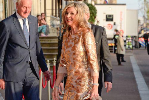 Deze gouden jurk van Natan droeg ze in 2015 tijdens het Bevrijdingsdagconcert en bij het staatsbanket met de Franse president Hollande.