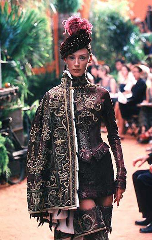 historyfan:  john-galliano-blog:  John Galliano for Christian Dior Fall Winter 1998 Haute Couture   Love this!